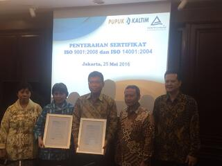 Awarding of Certs_Indonesia_PT Pupuk Kaltim.jpg