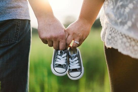 holding-hands-918990_960_720.jpg